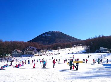 【リゾートSTAFF】\休み・休憩時間はスキー場へ自由にGO/好き!を全力でサポート★年末年始の短期OK◎≪短期12/20~3/31≫冬の思い出作りに。*