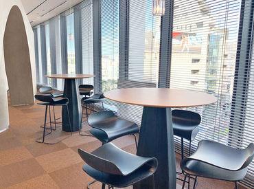 9月にできたばかりの新オフィス! 綺麗でオシャレなフロアには見晴らしの良い休憩スペースも◇* リフレッシュも大事な時間♪
