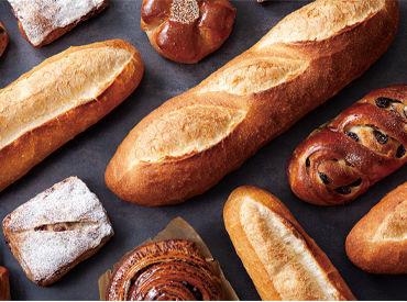お洒落な店内に気分も上がる♪ パンを並べたり、ひとつずつ袋に詰めたり… 簡単なことからお任せします!