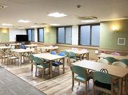 ~2018年11月にNEW OPEN~ 食堂はこんな感じ♪ 出来たばかりの施設なので、清潔感があって快適に働けますよ★