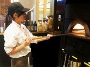 ピザの美味しい香りが漂うキッチンでのおしごとです!手順は丁寧にお教えしますね♪