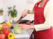 \シニア世代も活躍中!!/ 家庭料理が作れればOK★ 簡単なことからはじめられますよ◎