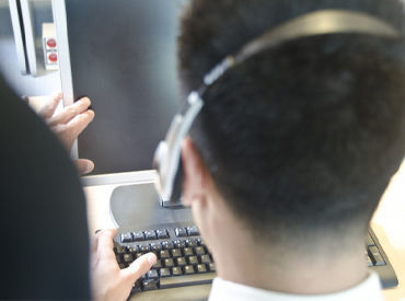 【コールセンター】【半年後には正社員!!】通信系の知識が活かせます♪男性活躍中!!カスタマーサポートの問い合わせ対応をおまかせ★