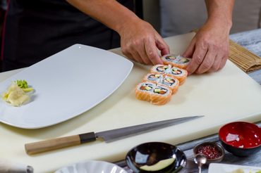 【鮨屋STAFF】職人の手で、新鮮な鮨ネタをご提供至福の時間を過ごせるお店です。【ボーナス年2回】【週休2日】など働きやすさも◎