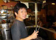 採⽤担当で店⻑の「宮川」です。皆でお店を盛り上げてくれる ⽅、お待ちしています。