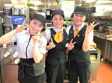学生~主婦まで幅広い世代が活躍中★ 新しい仲間に出会える!! 常に笑顔が絶えず、明るい職場です◎