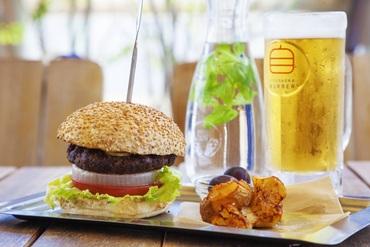 【カフェSTAFF】☆ハンバーガーの概念を変えるこだわり食材バーガーのお店です!スイーツやサイドメニューもありカフェとしての一面も☆