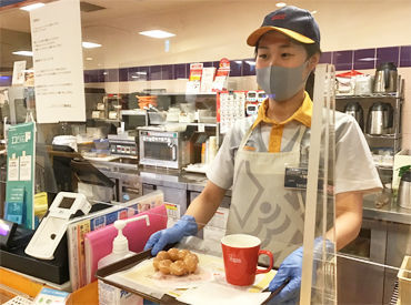 美味しそうなドーナツがズラリ☆彡 スタッフだけの特典★いつでも割引!! 休憩中はドーナツ1個、ドリンク1杯がタダ♪*