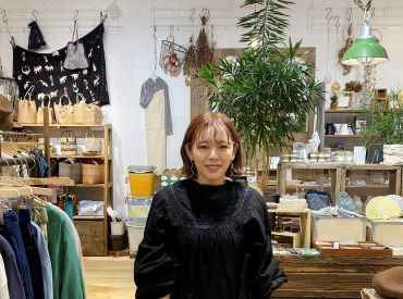 楽しく働くスタッフたちの表情が素敵なお店です。 お客様たちから愛される素敵なお店を一緒に作ってみませんか。