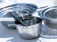 ≪給食用食器の洗浄♪≫※写真はイメージです。 経験者の方優遇☆食器洗浄機あり♪ 手荒れがないので安心です◎