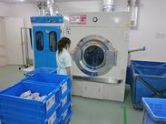 病院内の洗濯室で、洗濯・乾燥作業をします。