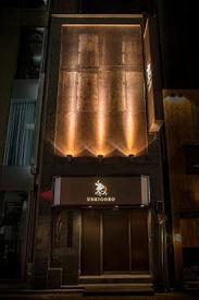 こちらは、銀座店の写真です。 高級感溢れる外観。 東京の一等地で、かっこよく働けます!