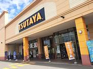 シューズショップやドーナツ店も隣接しています 勤務前後に買い物をしたりするのにも便利です