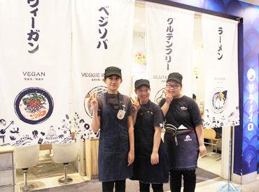 <東京店> ほっこりしちゃうような内装や 小ワザが効いた制服も人気 楽しみながらテキパキと仲間と一緒に 成長できる職場です◎