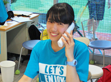 \7月から勤務開始・研修スタート/ テニススクールのレッスンは無料で受けれます! 『テニスをやってみたい』という方大歓迎♪