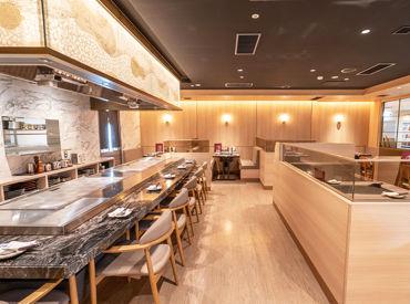堺高島屋さんのB1F★ お好み焼屋さんらしくない、清潔感のあるキレイな店内です◎