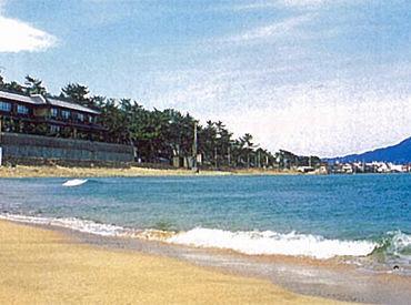 \キレイな海が拝める穴場スポット/ 高浜町の海辺は、白い砂浜・青い海で 絵になる美しさです♪