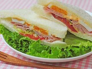 【販売】★百貨店内の厨房で作り立てを提供♪日本人の味覚に合わせた、後味のよい種類豊富なサンドイッチの接客販売♪★