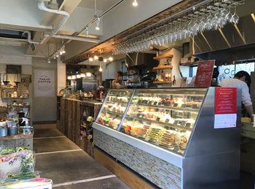 ★八王子駅前のユーロード沿いのCafe★ オシャレな外観ながらもどこか温かみも感じられるお店です◎