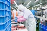 """お肉の加工・盛付などがメイン♪ お仕事の流れを覚えるとサクサクこなせます! お客様に""""安全・安心""""を提供"""