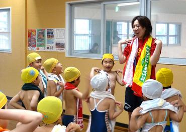 【水泳インストラクター】\[小学生クラス]がメイン♪/子どもの成長が目に見える、やりがいバツグンなお仕事です!≫≫ココロもカラダも健康に!