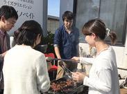 不定期ですが会社の前でバーベキューを開催します。 無料でお肉や海鮮が食べ放題♪