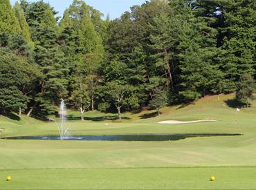 ゴルフ未経験の方もご応募ください☆ 一から丁寧に教えるので、安心して始められますよ◎ ゴルフを始めるキッカケにしてもOK♪