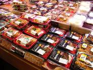 <未経験OK>つくりたてのホカホカお惣菜をお客様にご提供していただきます♪調理の業務はないので安心してください!