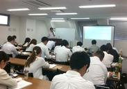授業の風景です。資格取得のために一生懸命頑張る受講生の方々。近くで働く私たちも身が引き締まります!