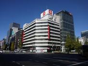 職場は東京駅・日本橋駅近く! 社内は夏でも涼しく働ける快適な空間! 16時に仕事が終わるので、夕ご飯の支度にも間に合います。