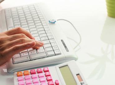 =充実の教育制度あり!= 保険の知識はゼロでOK! 会社負担で資格取得をサポート◎ もちろん勉強時間も給与を支給します!