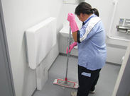 他施設では40~60代女性が多数活躍中! 「掃く」「拭く」などのシンプル作業なので、 お家の家事気分でお仕事できるんです◎