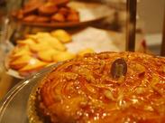 ディスプレイには、フランス仕込みの可愛いお菓子がズラリ♪大人気のオシャレな焼き菓子店です★
