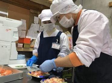 未経験の方もOK♪優しくお教えします!お惣菜のパック詰めやシールの貼付けメインです♪