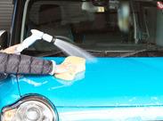 レンタカーの洗車をお願いします。また駐車場までの移動も行いますので、車好きの方には嬉しいお仕事です♪
