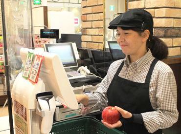 働く人も働き方も十人十色♪ 色んな部門のスタッフが協力しながら ステキなお店をつくっています! まずはお気軽にご応募を◎