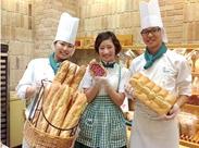 ≪女性に人気のお仕事です♪≫ [おしゃれな店内][チェックの制服][焼きたてのパンの香り]など楽しいポイントたくさんのお仕事♪