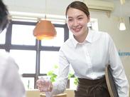 オシャレなCafeレストランで接客業務をお願いします。制服もかわいいですよ♪