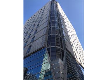 《《大阪本社で働こう》》 とっても綺麗なビルの中でお仕事♪ おしゃれが好きで、 真面目に勤務出来る方大歓迎★