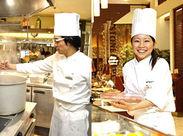 初めてのキッチン、初めての中華…そんな方も周りのスタッフがしっかりフォローします◎