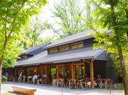 ◆おしゃれでキレイなお店◆ 人気観光スポット<ハルニレテラス>にあります♪ のびのびと働けるアットホームな環境です☆