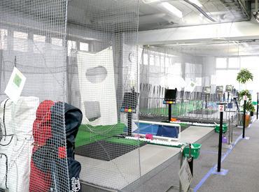 【ゴルフ受付STAFF】\ゴルフスクールでワイワイお仕事/*知識やスキルは必要なし!!!*ピアス&ネイル/髪色も超自由♪*シンプル&カンタンお仕事◎
