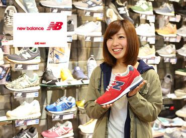 【販売スタッフ】\\ お客様と一緒にピッタリの靴選び☆ //「靴が好き!」「お店によく行くから!」キッカケはそれだけでOK♪未経験◎
