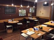 阿佐ヶ谷駅から出てスグ◎店内は木目調の落ち着いた内装◆居心地が良く、あたたかみを感じます♪