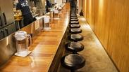 """系列の恵比寿店です◎木目を基調とした、シンプルで清潔感のある店内です♪""""センスの良いラーメン店""""で働きたいなら迷わずココ★"""