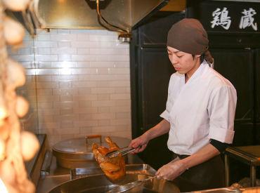 シックで落ち着いた雰囲気のオシャレな店内。 はかた地どりなど、福岡県の名産品をたくさん使った<本格和食>が人気のお店です♪