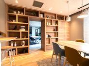 基本は在宅ワークでOK!自分のペースで働くことができますよ★綺麗なオフィスなので、来社時も居心地はバツグンですよ♪