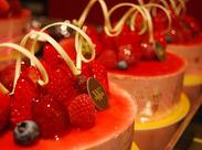 夏季限定のパイナップルジュレや、色鮮やかなフルーツショコラ…可愛すぎるスイーツがSNSで話題★働くならオシャレなお店で♪