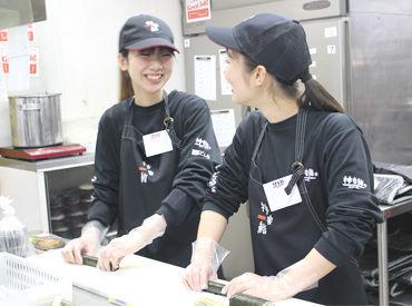 最初は簡単な重物や巻物から、慣れればお寿司も握れるようになりますよ♪丁寧なレクチャーがあるので、初めての方も安心です★