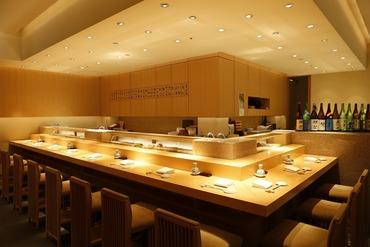 【割烹STAFF】◆スキルアップしたい方に◆有名ガイドで[★]付きの名店。日本料理の最高峰で働きませんか?経験を活かし、さらにその先を―。